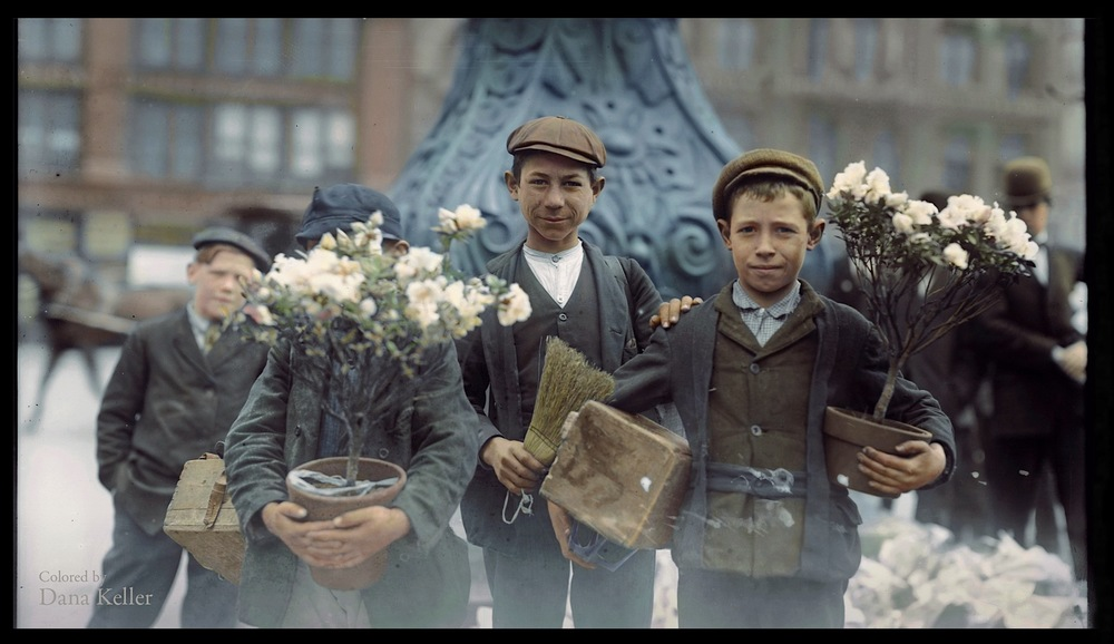 Boys buying flowers in New York, 1908.