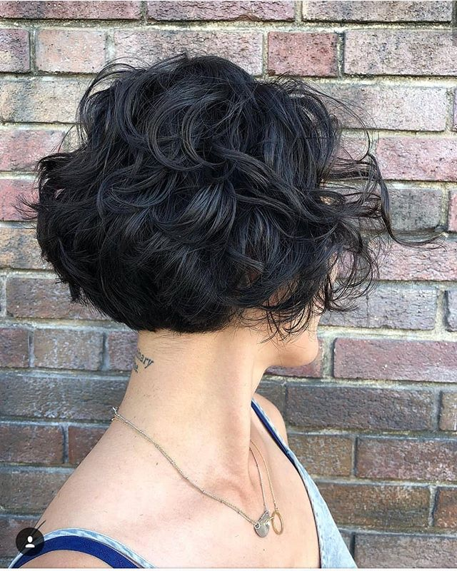 Talk about making waves! We are loving this cut by @hairbypaulahouston