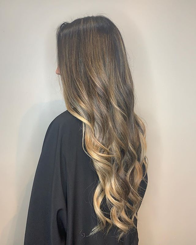 Balayage for this bombshell 🥁🤙 by @grandstyle9