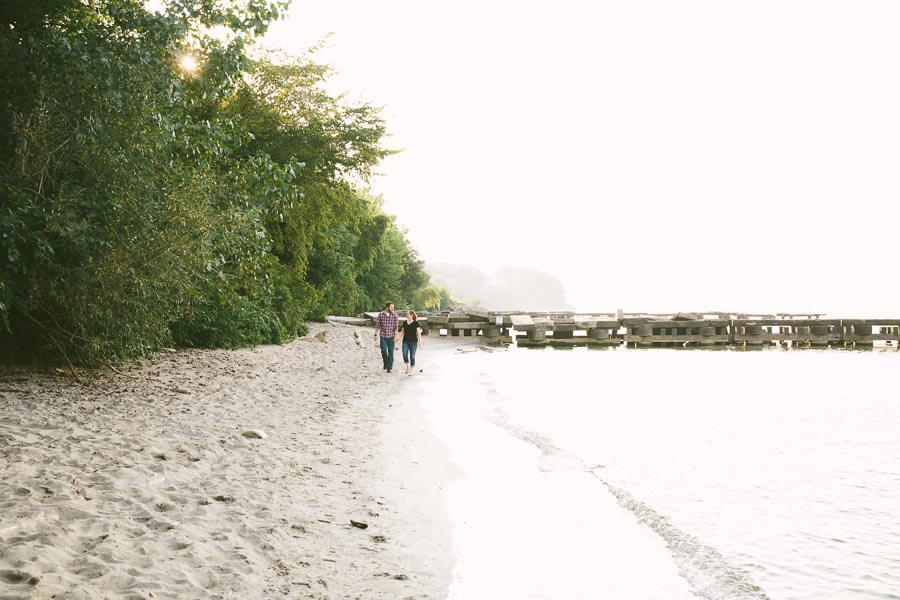 cleveland-oh-engagement-photgraphy-edgewater-park-lake-erie-kim-mike-3.jpg