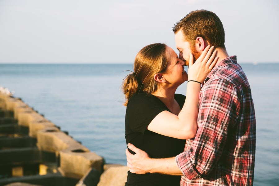 cleveland-oh-engagement-photgraphy-edgewater-park-lake-erie-kim-mike-8.jpg