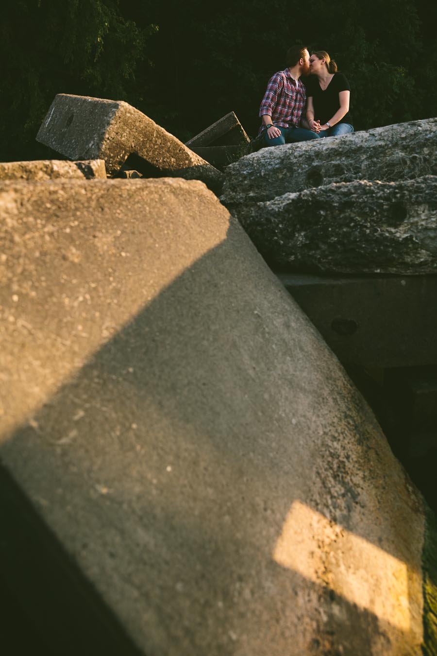 cleveland-oh-engagement-photgraphy-edgewater-park-lake-erie-kim-mike-15.jpg