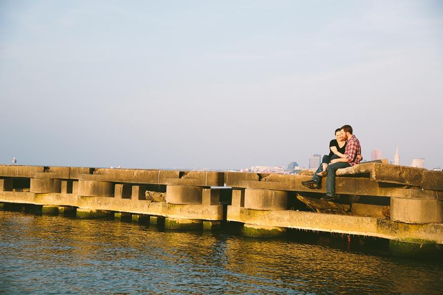 cleveland-oh-engagement-photgraphy-edgewater-park-lake-erie-kim-mike-17.jpg