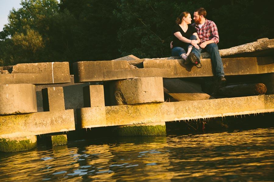 cleveland-oh-engagement-photgraphy-edgewater-park-lake-erie-kim-mike-19.jpg