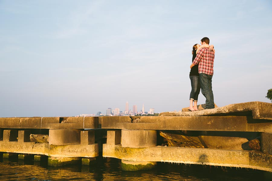 cleveland-oh-engagement-photgraphy-edgewater-park-lake-erie-kim-mike-21.jpg
