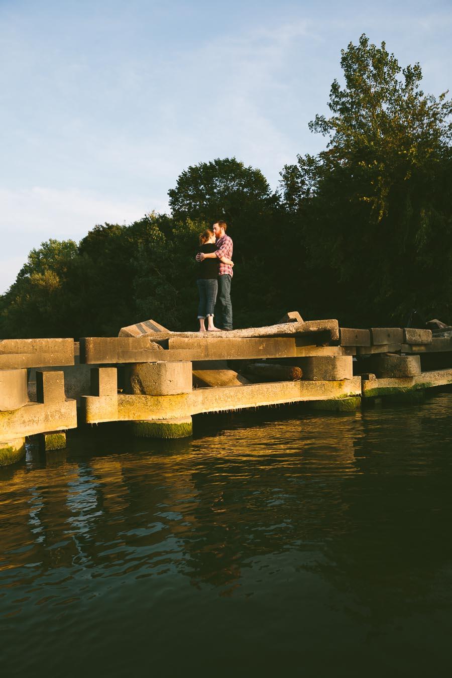 cleveland-oh-engagement-photgraphy-edgewater-park-lake-erie-kim-mike-20.jpg