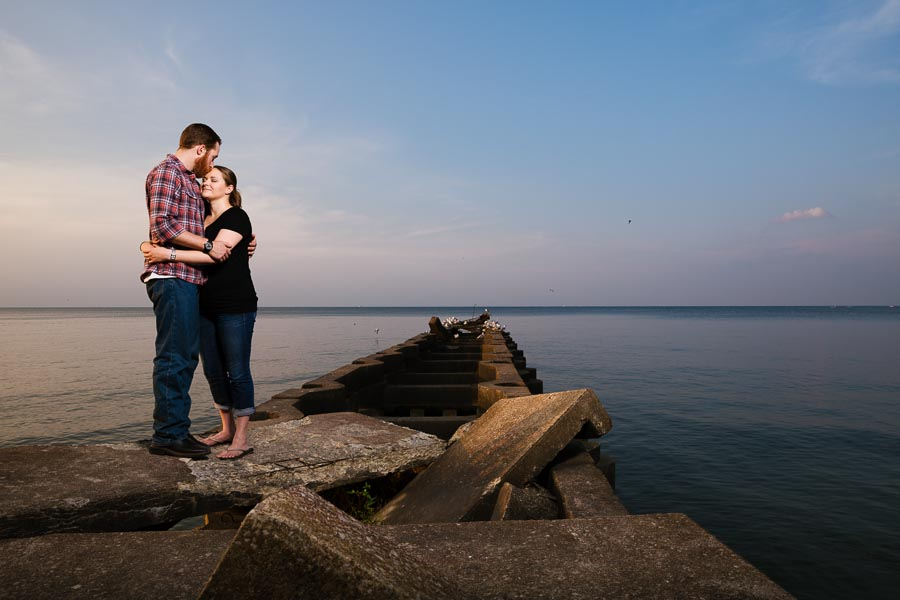 cleveland-oh-engagement-photgraphy-edgewater-park-lake-erie-kim-mike-23.jpg