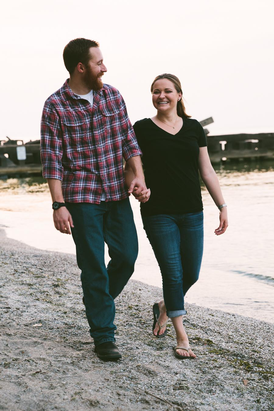 cleveland-oh-engagement-photgraphy-edgewater-park-lake-erie-kim-mike-32.jpg