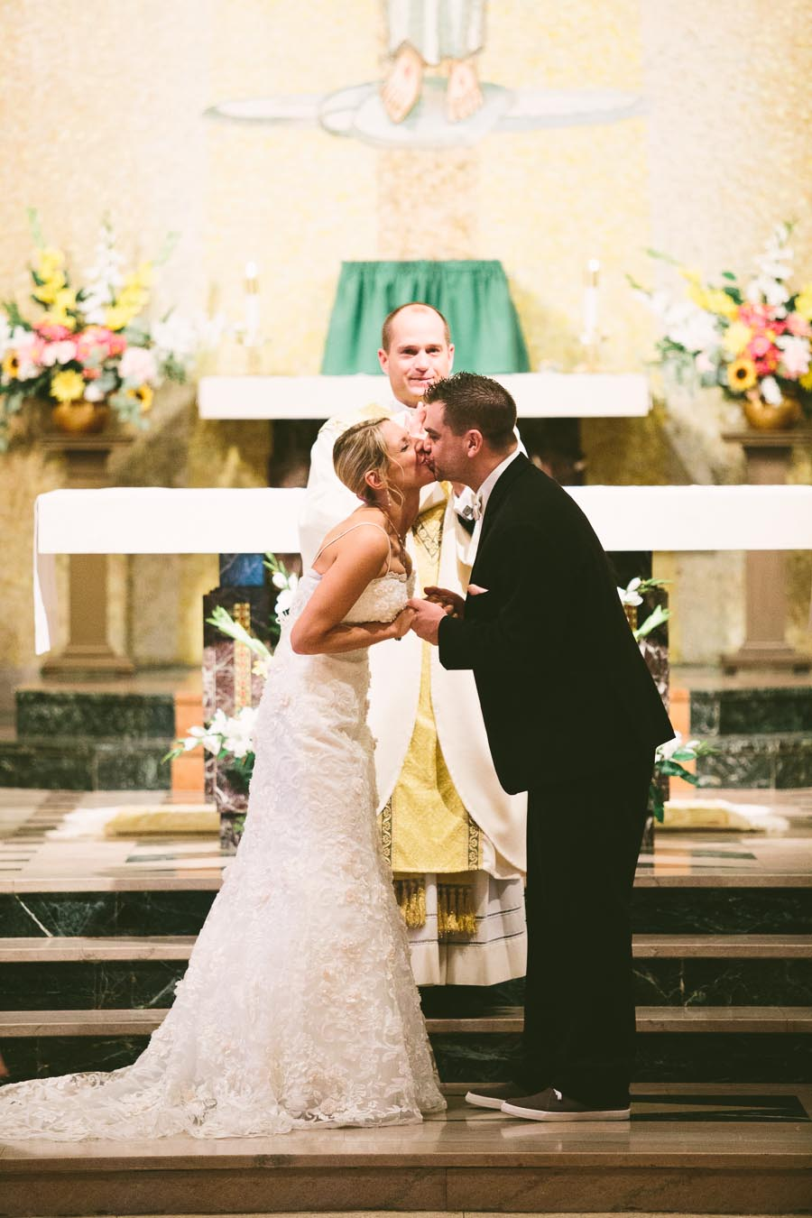 cleveland-ohio-wedding-photography-holiday-inn-rockside-independence-9.jpg