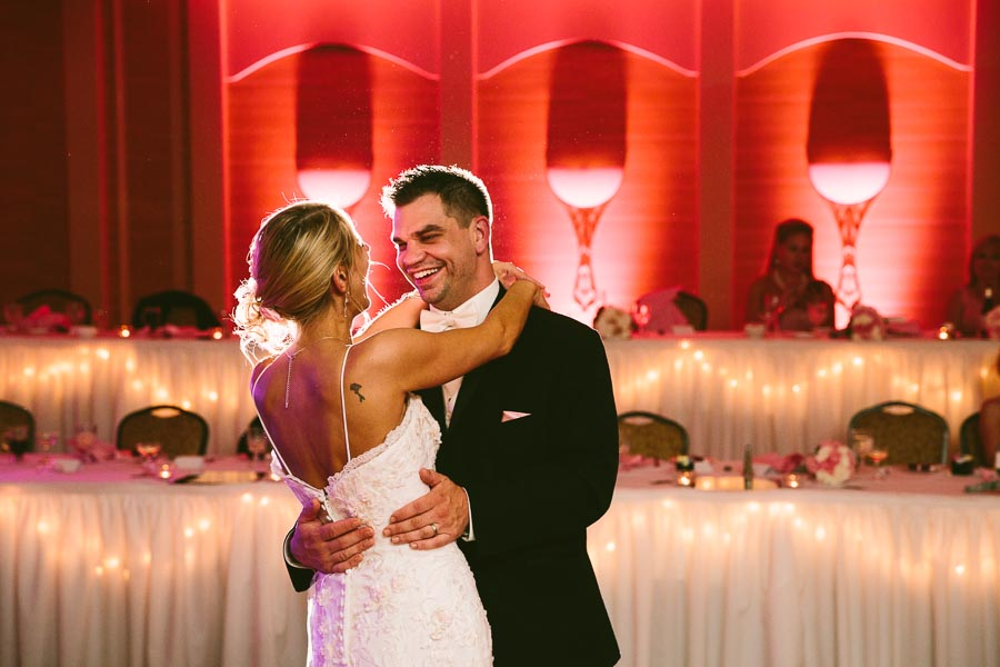 cleveland-ohio-wedding-photography-holiday-inn-rockside-independence-26.jpg
