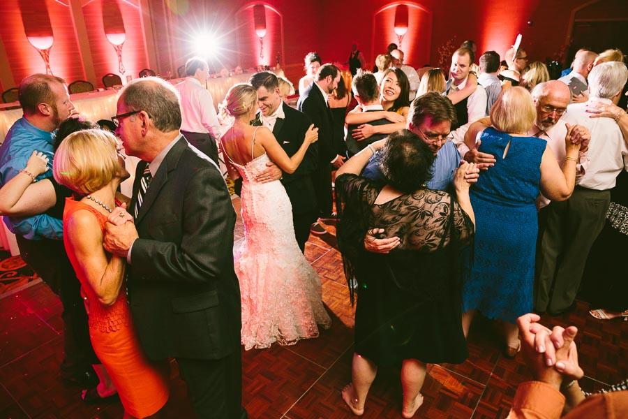 cleveland-ohio-wedding-photography-holiday-inn-rockside-independence-29.jpg