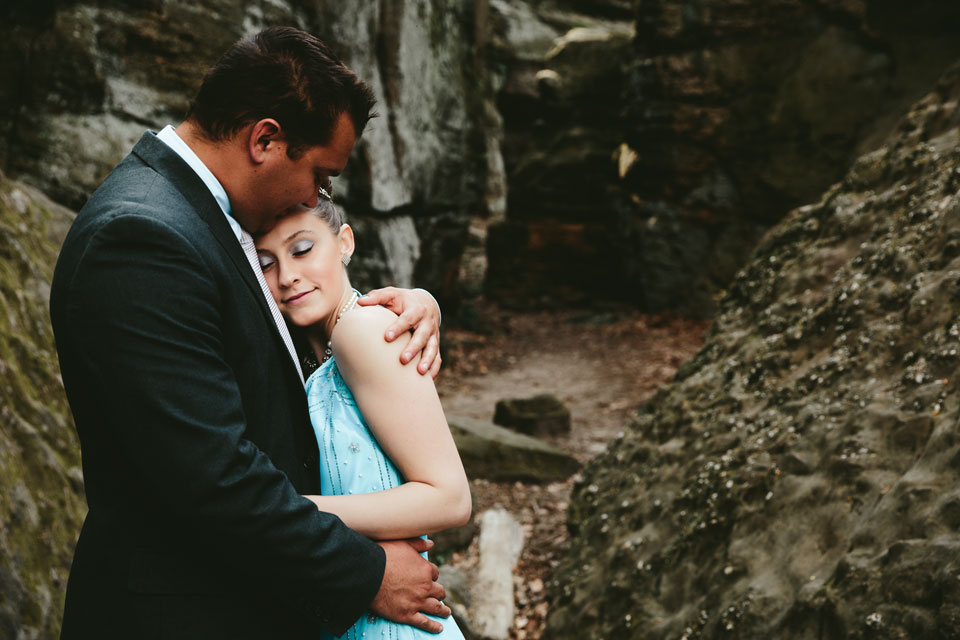 hinckley-ohio-engagement-photographer-mercedes-kevin-6.jpg