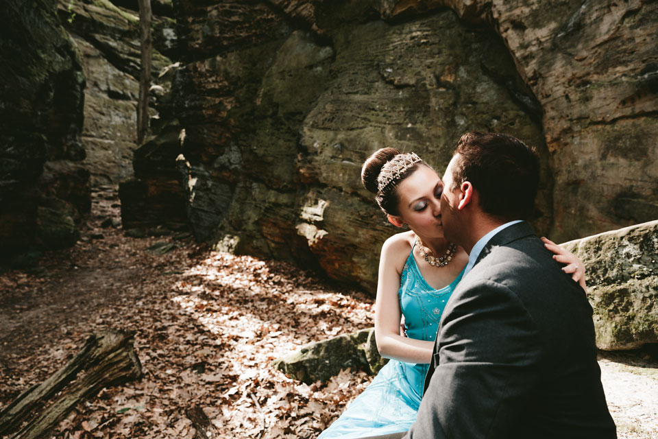 hinckley-ohio-engagement-photographer-mercedes-kevin-9.jpg