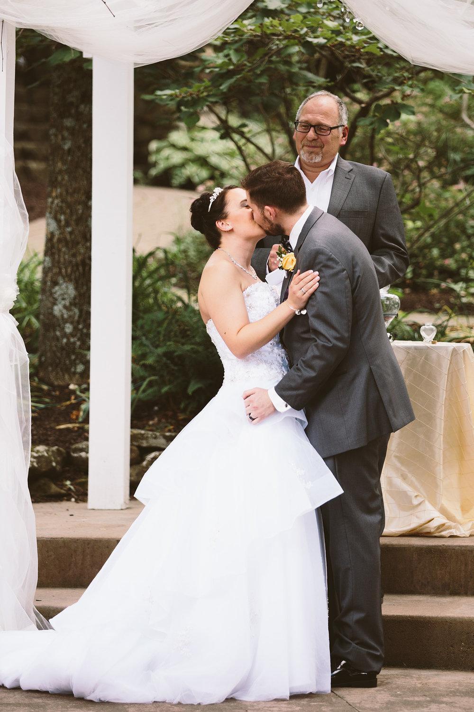 loudonville-ohio-wedding-photographers-landolls-mochican-castle_59.jpg
