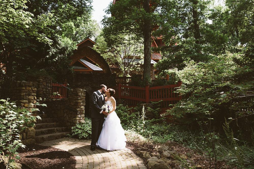 loudonville-ohio-wedding-photographers-landolls-mochican-castle_62.jpg