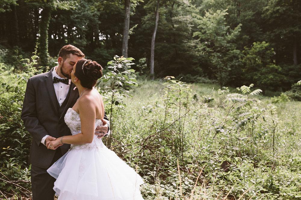 loudonville-ohio-wedding-photographers-landolls-mochican-castle_70.jpg