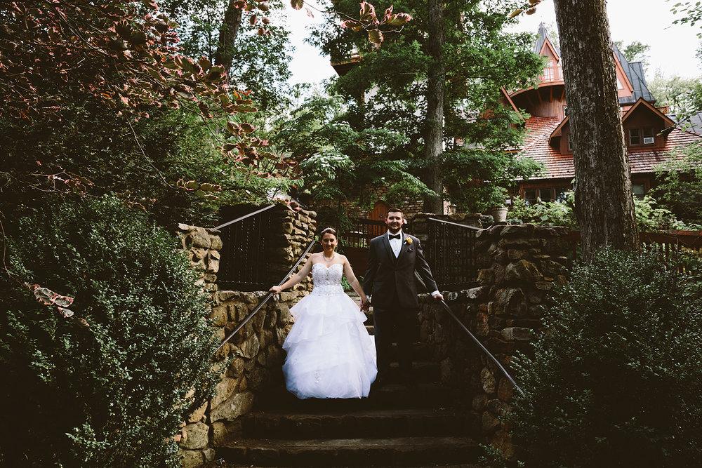 loudonville-ohio-wedding-photographers-landolls-mochican-castle_69.jpg