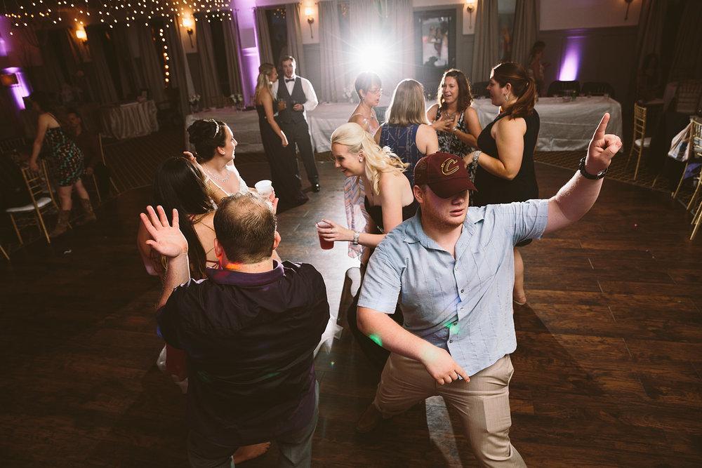 loudonville-ohio-wedding-photographers-landolls-mochican-castle_84.jpg