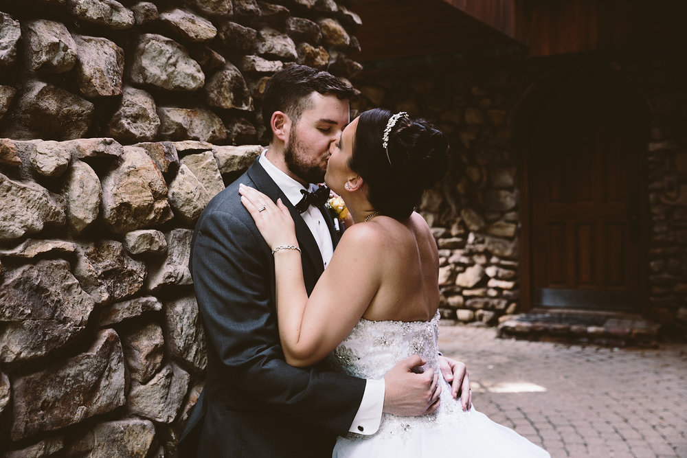 loudonville-ohio-wedding-photographers-landolls-mochican-castle_68.jpg