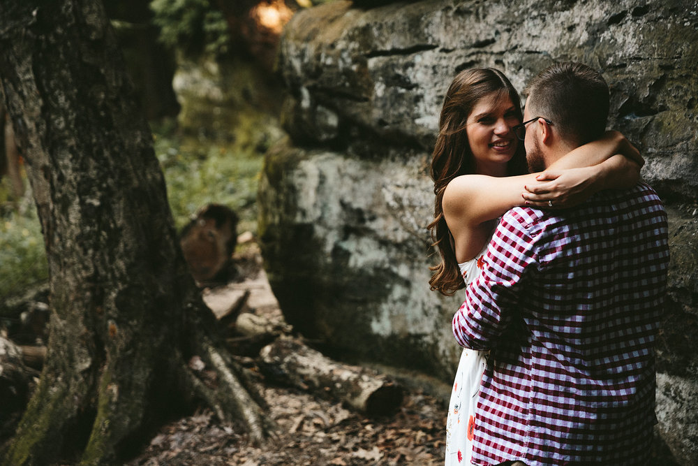 peninsula-ohio-engagement-photography-cuyahoga-valley-national-park-ledges_6.jpg