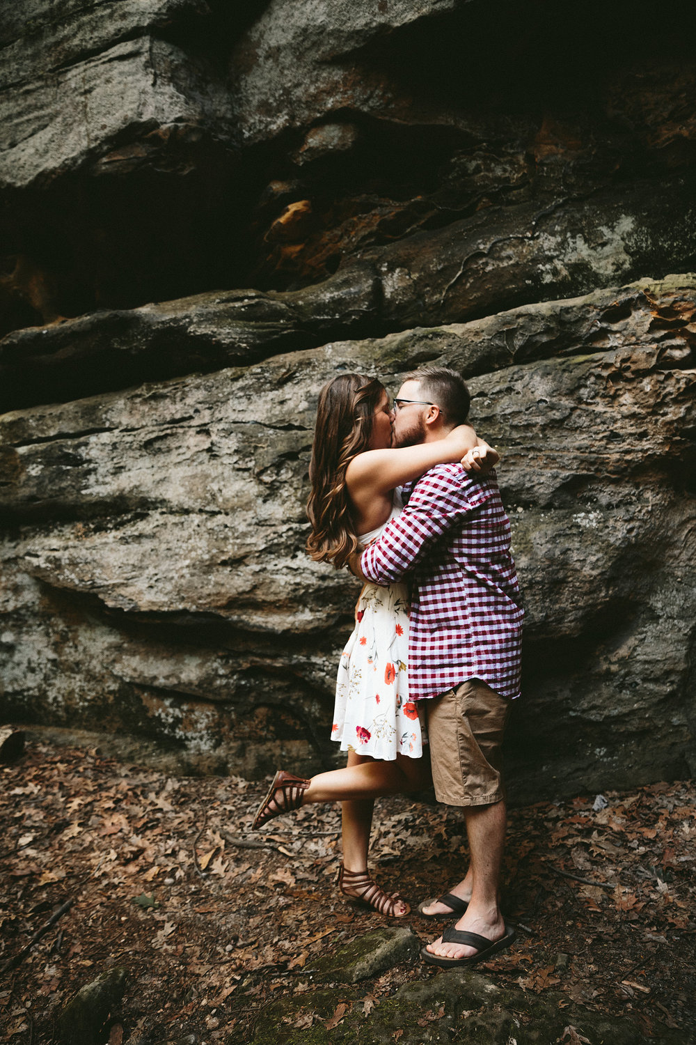 peninsula-ohio-engagement-photography-cuyahoga-valley-national-park-ledges_5.jpg