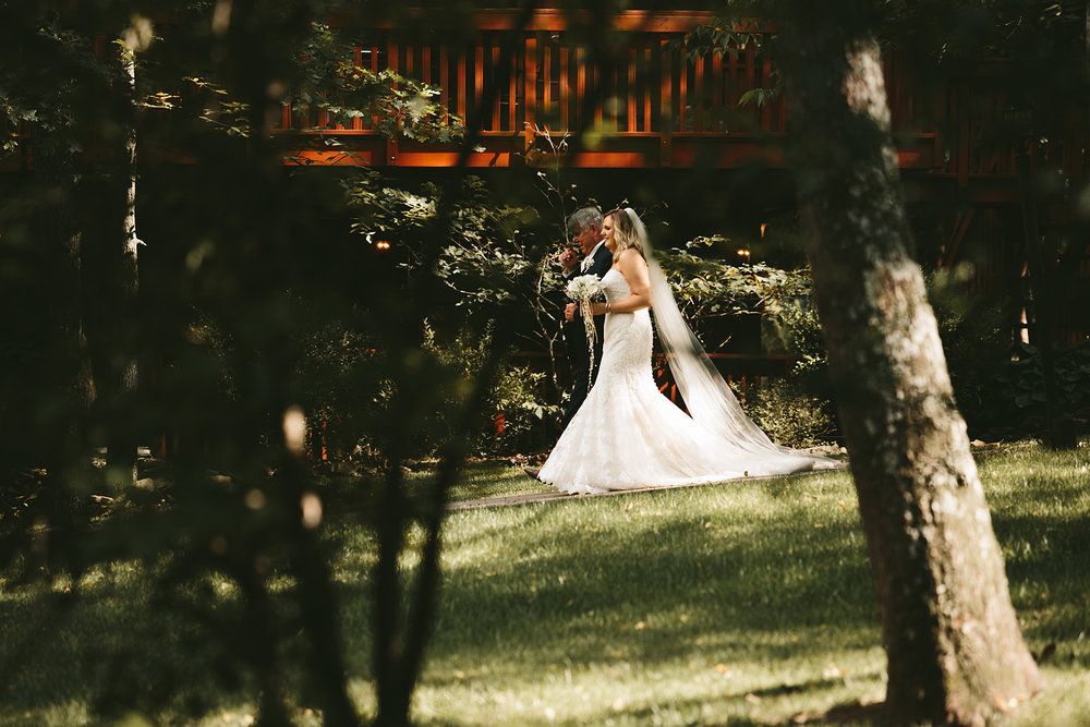 landolls-mohican-castle-wedding-photographer-central-ohio_40.jpg