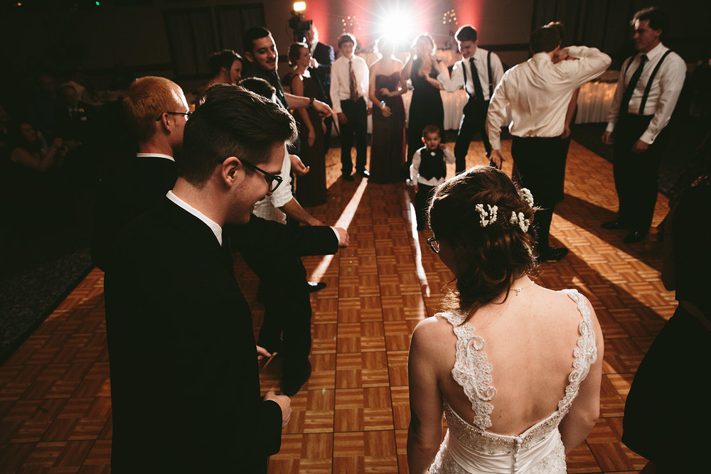 stow-cuyahoga-falls-ohio-wedding-photographer-SYB_87.jpg