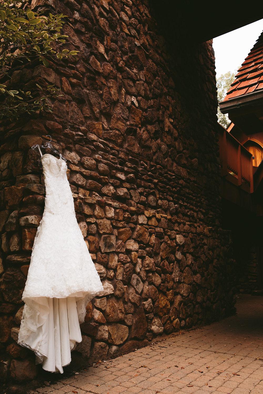 central-ohio-outdoor-wedding-photography-landolls-mohican-castle_2.jpg