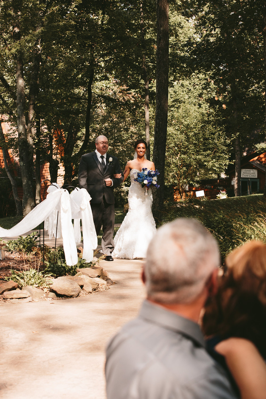 central-ohio-outdoor-wedding-photography-landolls-mohican-castle_12.jpg