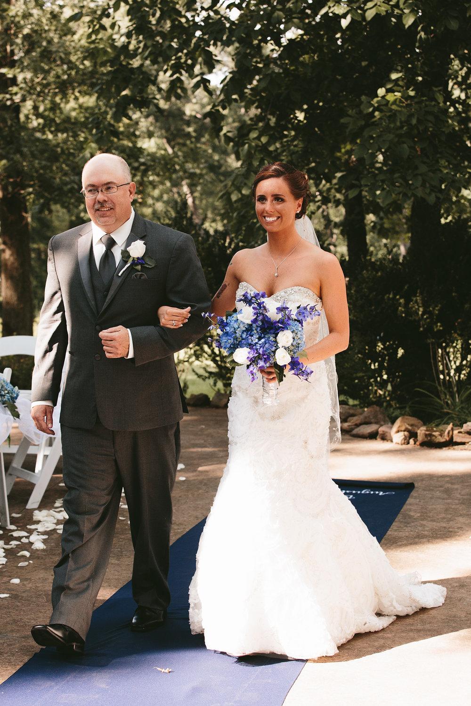 central-ohio-outdoor-wedding-photography-landolls-mohican-castle_14.jpg