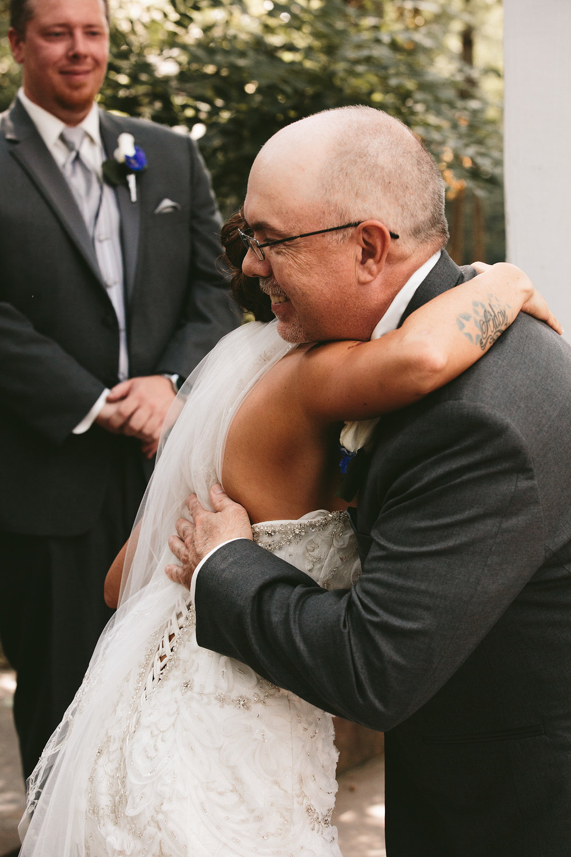 central-ohio-outdoor-wedding-photography-landolls-mohican-castle_15.jpg