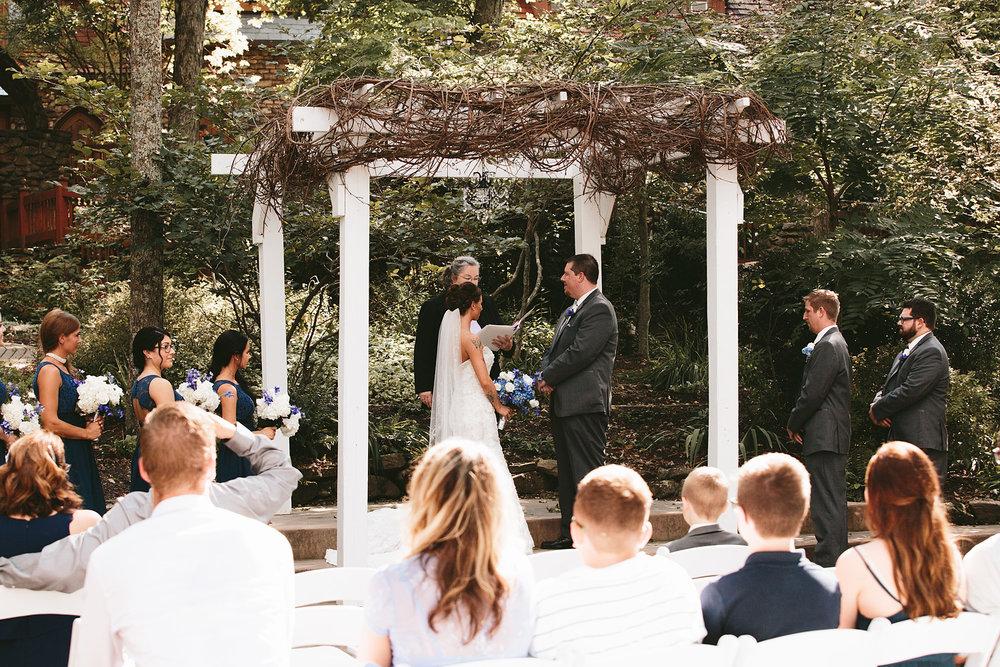 central-ohio-outdoor-wedding-photography-landolls-mohican-castle_16.jpg