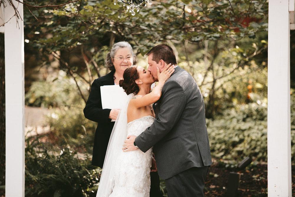 central-ohio-outdoor-wedding-photography-landolls-mohican-castle_17.jpg