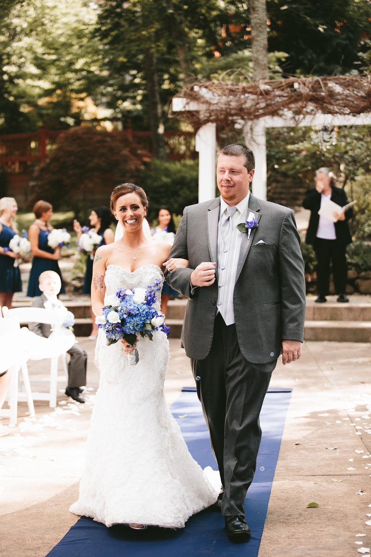central-ohio-outdoor-wedding-photography-landolls-mohican-castle_18.jpg