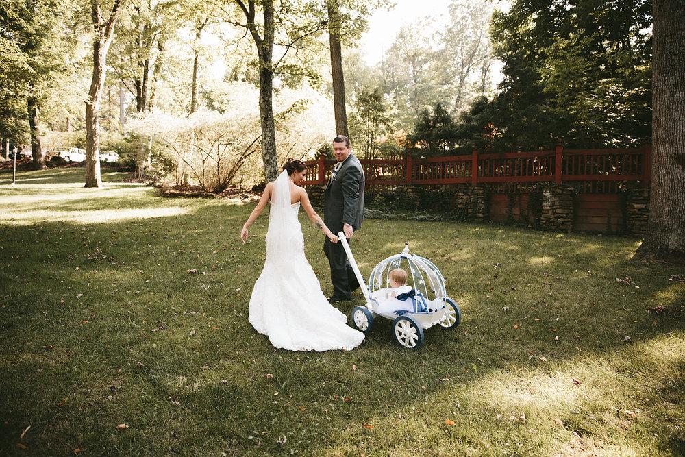 central-ohio-outdoor-wedding-photography-landolls-mohican-castle_20.jpg