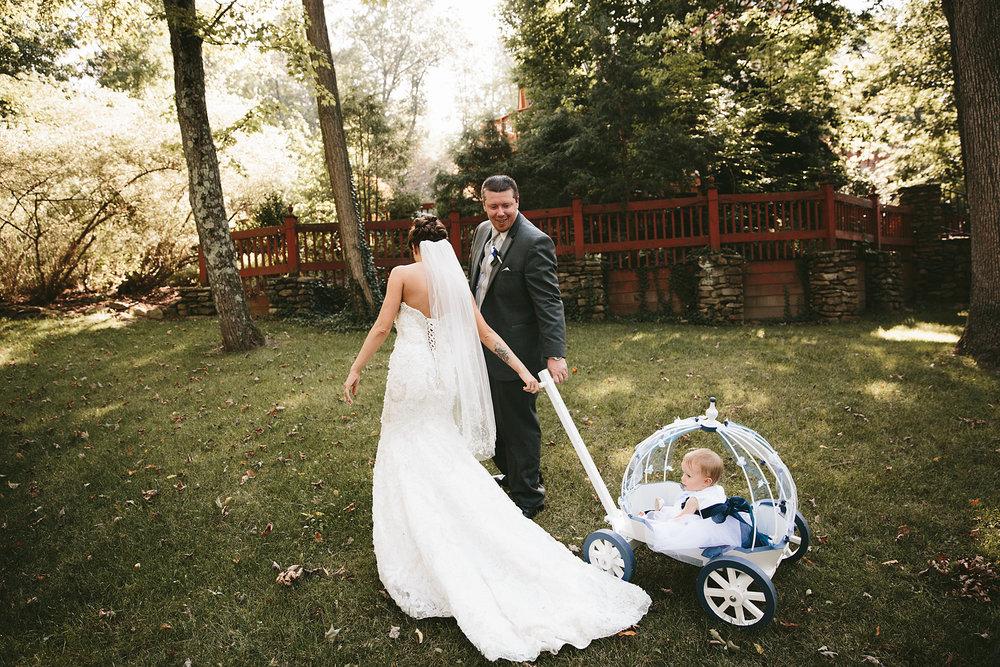 central-ohio-outdoor-wedding-photography-landolls-mohican-castle_21.jpg