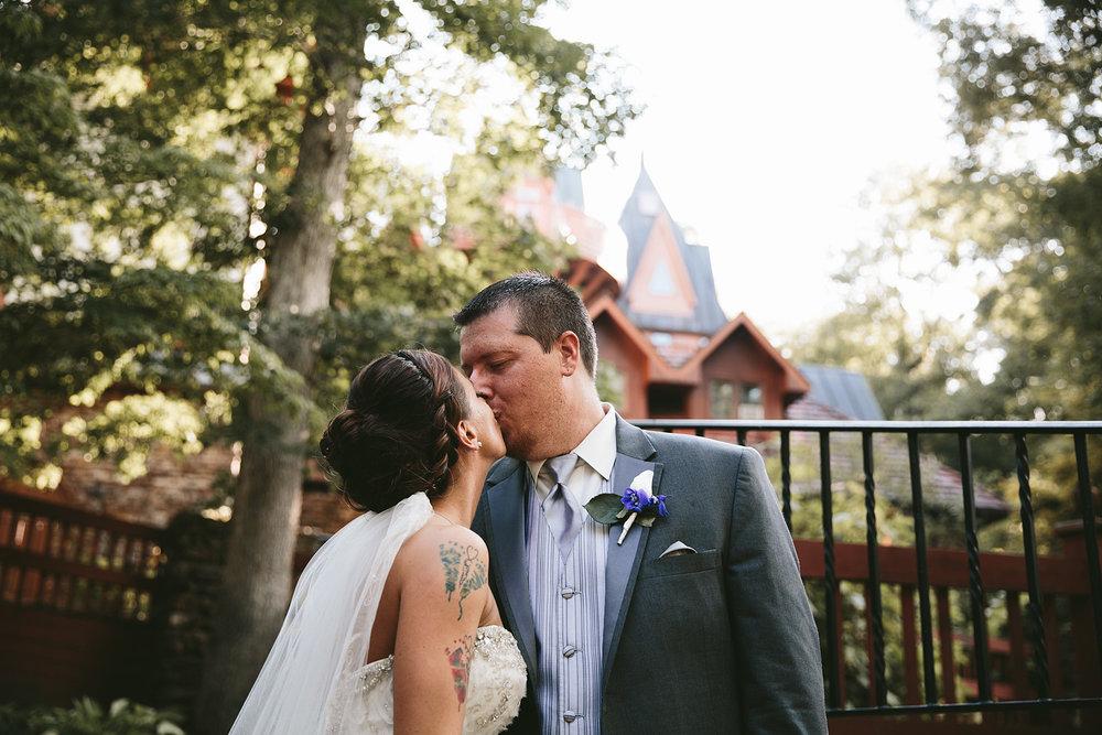 central-ohio-outdoor-wedding-photography-landolls-mohican-castle_24.jpg