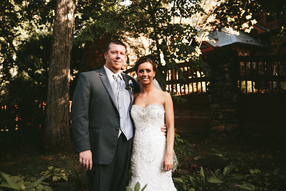 central-ohio-outdoor-wedding-photography-landolls-mohican-castle_25.jpg