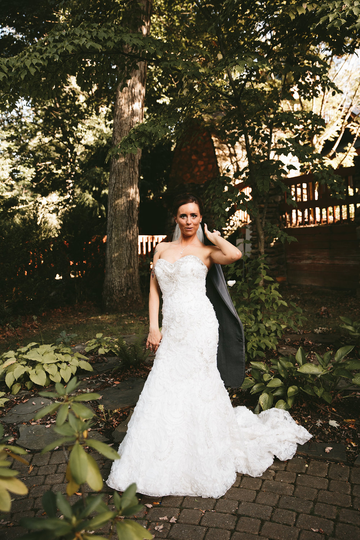 central-ohio-outdoor-wedding-photography-landolls-mohican-castle_26.jpg
