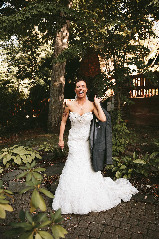 central-ohio-outdoor-wedding-photography-landolls-mohican-castle_27.jpg