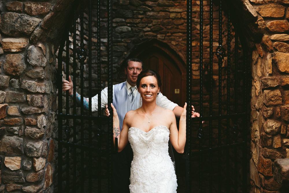 central-ohio-outdoor-wedding-photography-landolls-mohican-castle_29.jpg