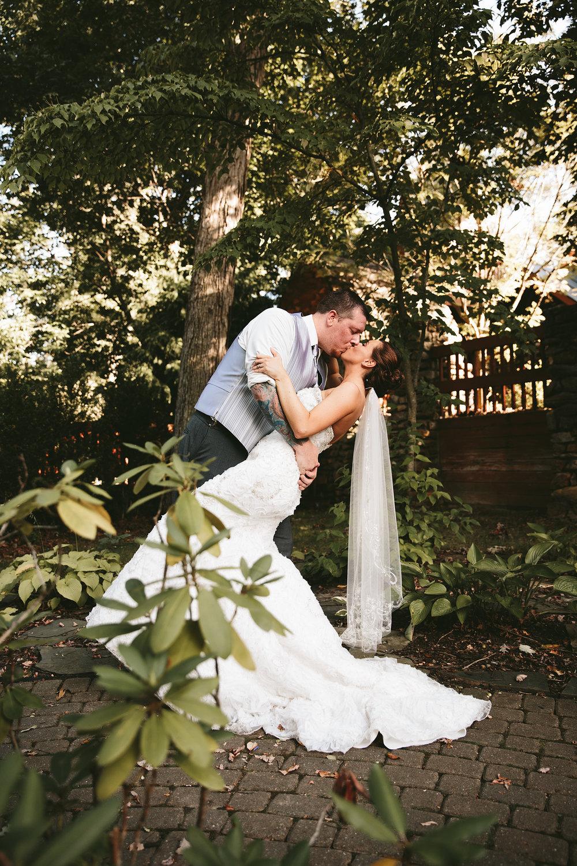 central-ohio-outdoor-wedding-photography-landolls-mohican-castle_28.jpg
