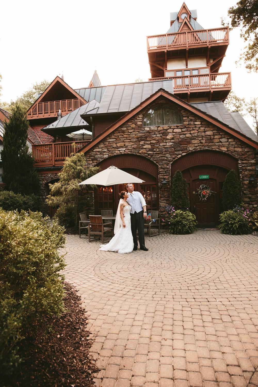 central-ohio-outdoor-wedding-photography-landolls-mohican-castle_31.jpg