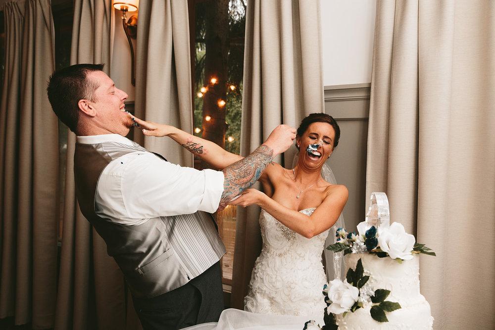 central-ohio-outdoor-wedding-photography-landolls-mohican-castle_37.jpg