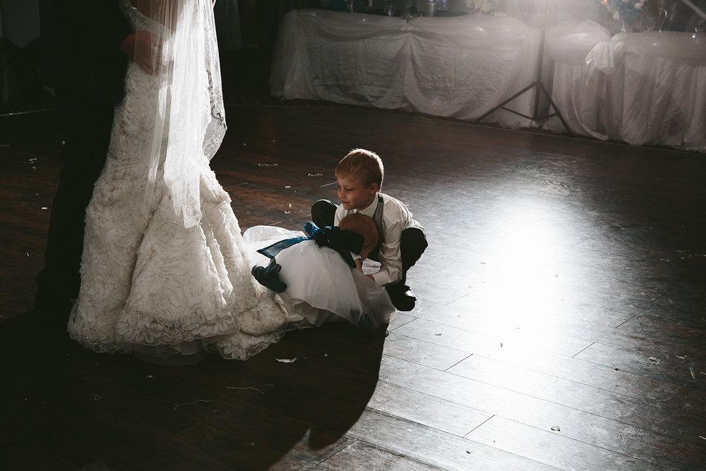 central-ohio-outdoor-wedding-photography-landolls-mohican-castle_39.jpg