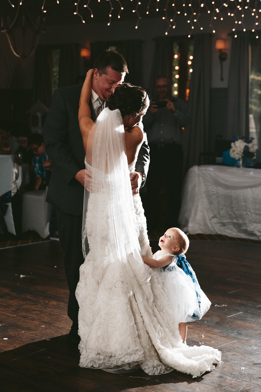 central-ohio-outdoor-wedding-photography-landolls-mohican-castle_38.jpg