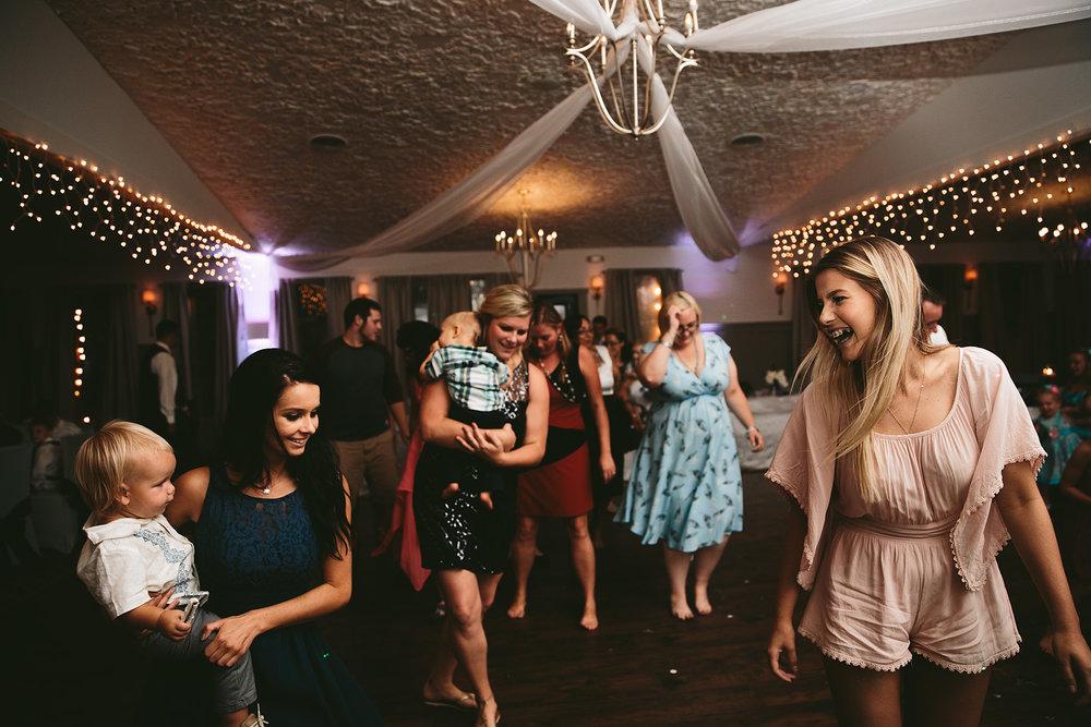 central-ohio-outdoor-wedding-photography-landolls-mohican-castle_40.jpg