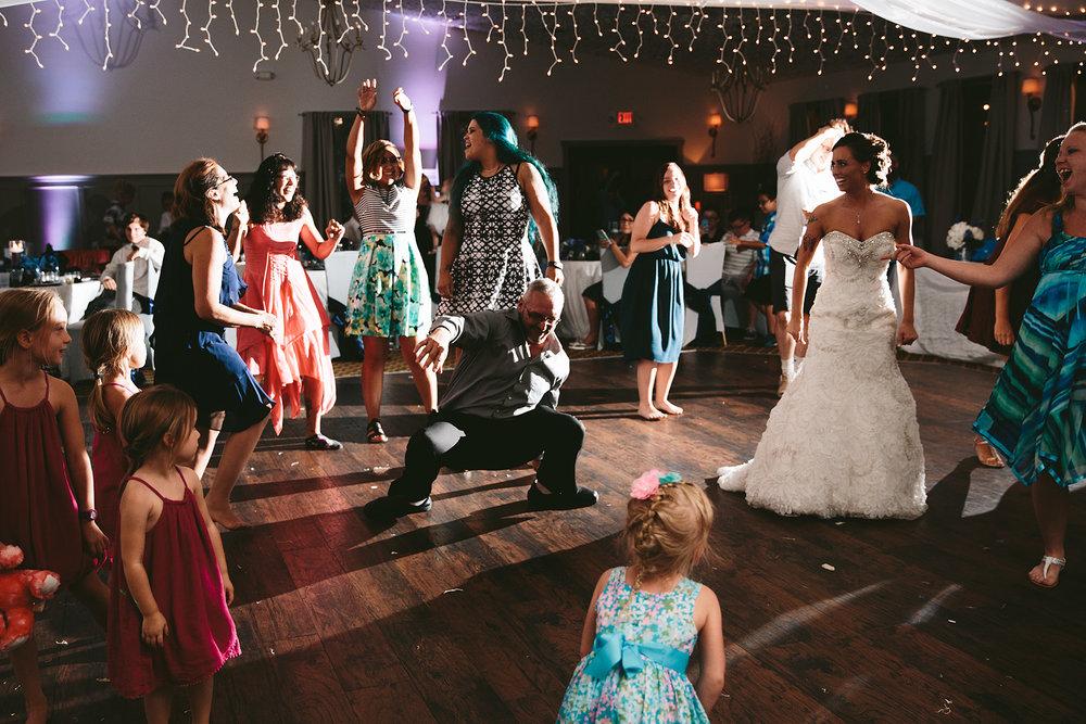 central-ohio-outdoor-wedding-photography-landolls-mohican-castle_42.jpg