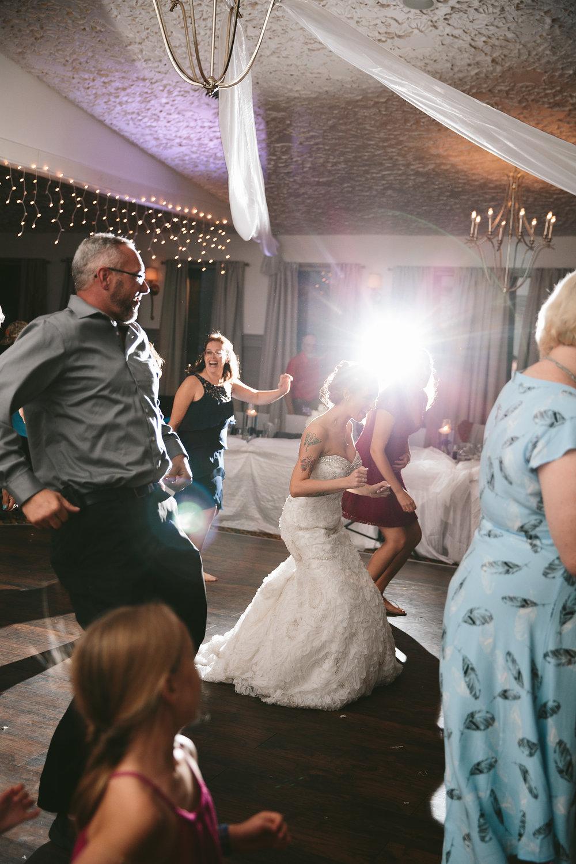 central-ohio-outdoor-wedding-photography-landolls-mohican-castle_41.jpg