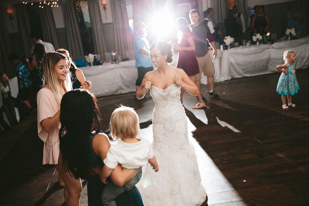 central-ohio-outdoor-wedding-photography-landolls-mohican-castle_43.jpg